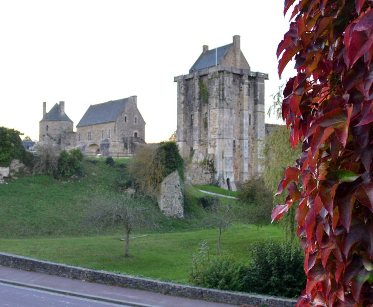 Did you know that the Cotentin is the region of castles, forts and manor houses?