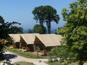 Camping anse du brick cabane tente - Cotentin Tourisme