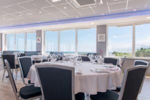 salle restaurant avec terrasse - Le Panoramique restaurant intérieur - La Pernelle - Val de Saire - Cotentin Tourisme