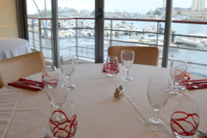 restaurant-la-marina-cherbourg-toile-restaurant-etage-vue-port-cotentin-normandie@agencesodirect