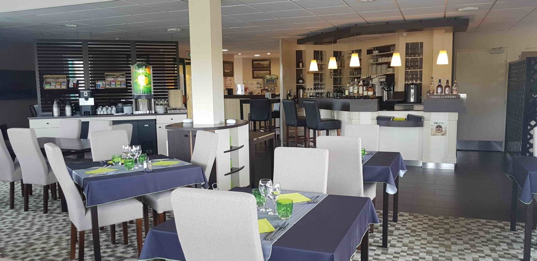 Brit Hôtel Hôtel-Restaurant - Hotel restaurant Brit Hotel Lessay salle petit dejeuner-cotentin-tourisme