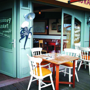 restaurant-la-sartrouille-cherbourg-terrasse-vue-port@la-satrouille-cotentin-tourisme-normandie