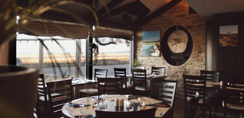Restaurant à l'Abri des flots - Restaurant A l'Abri des Flots – salle restaurant face port becquet cotentin tourisme Normandie