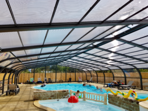 piscine intérieure chauffée avec pataugeoire et balnéo - camping l'Espérance Denneville - proche station Barneville Carteret - Normandie Cotentin