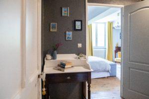 chambre table de nuit manoir de juganville - chambre d'hote normandie cotentin