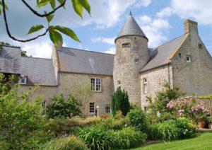 exterieur jardin fleuri manoir de juganville - chambre d'hote normandie cotentin